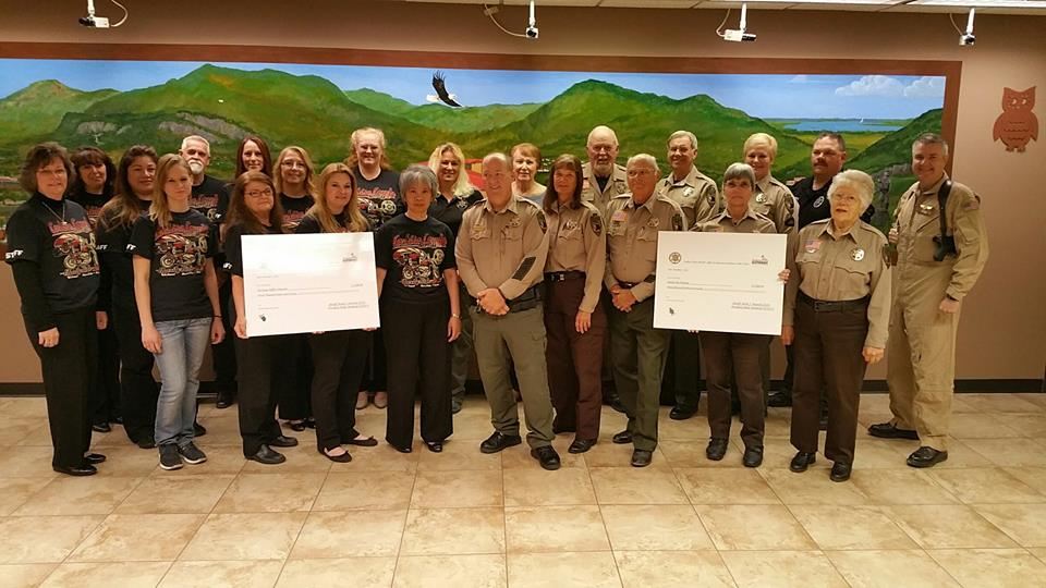 ascu-sheriff-volunteersgroup-withchecks